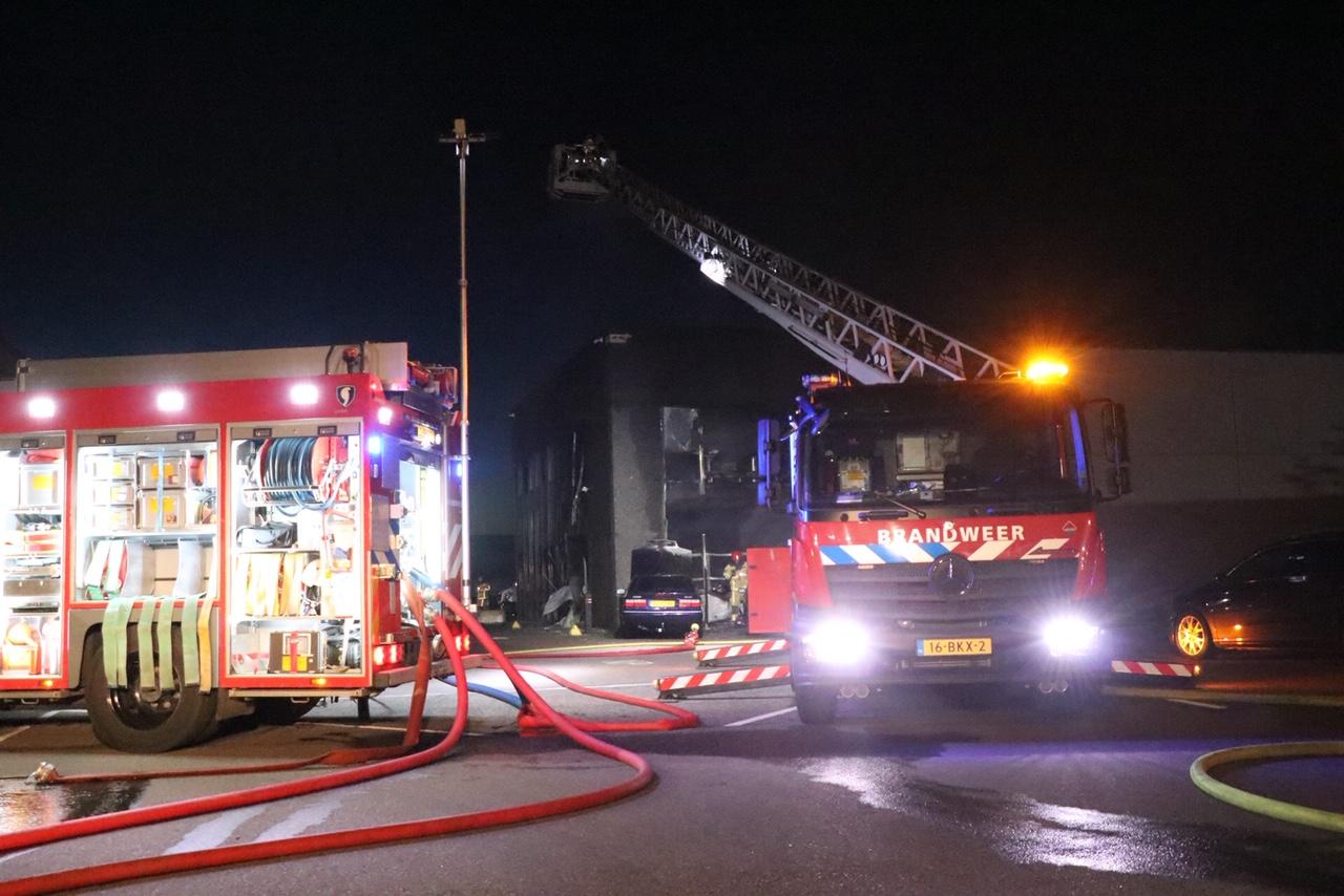 Uitslaande brand Aalsmeerderweg, kat gered