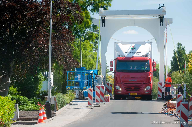 Schram Aardbeienbrug hersteld, dubbele klapper Hornwegviaduct