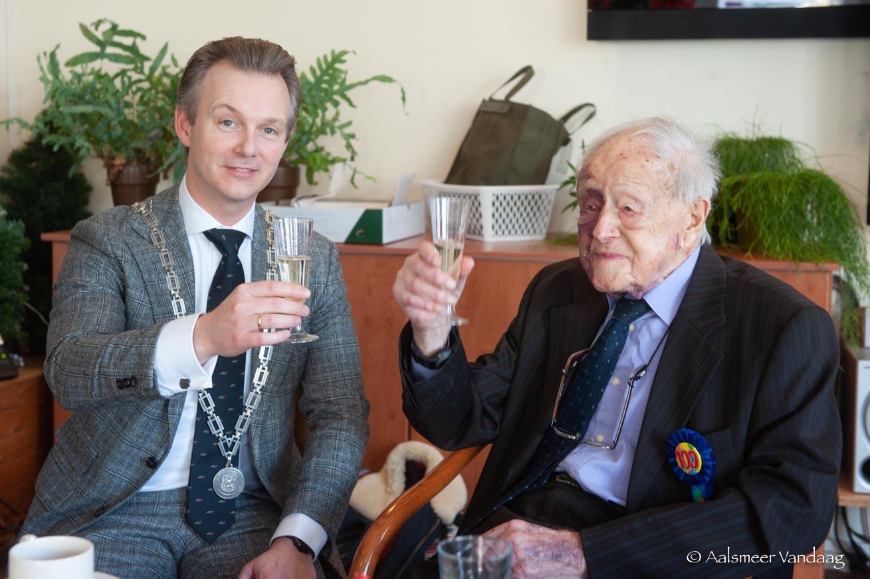 100 jarige Herman Verbeek actief op Facebook